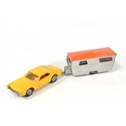 Oldsmobile Toronado met caravan
