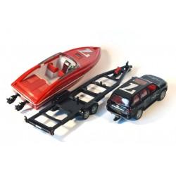Toyota Landcruiser met boot