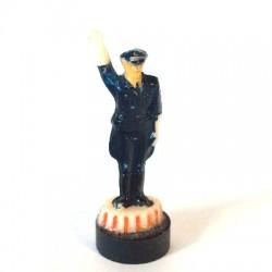 Verkehrspolizist, rechten Arm nach oben