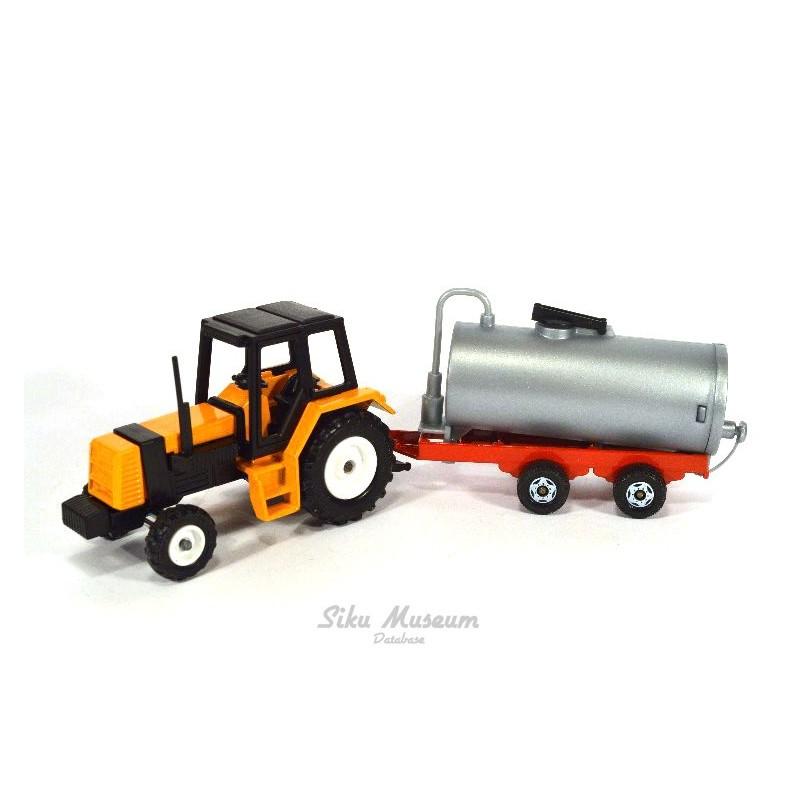 Renault Traktor with tank