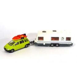 Ford Galaxy mit Wohnwagen und Boot