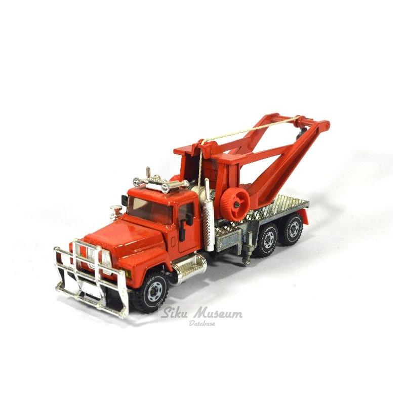 Mack tow truck