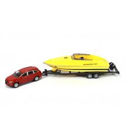 Audi Q7 with speedboat