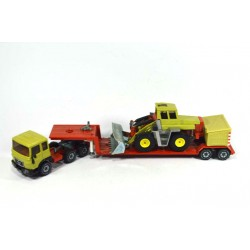 MAN 8.156F with low loader and wheel loader