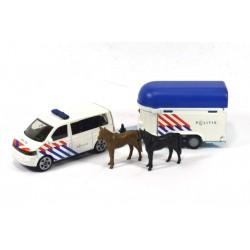 Volkswagen Transporter T6 mit Pferdeanhänger Politie
