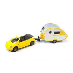 Volkswagen New Beetle with T@B caravan