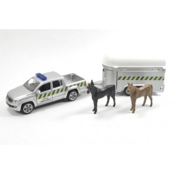 Volkswagen Amarok with horse trailer